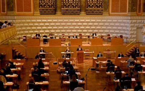 Konstituierende Stadtverordnetenversammlung im Kurhaus Wiesbaden. Gerhard Obermayr wird zum neuen Stadtverordnetenvorsitzenden gewählt. (Hinterzimmer)