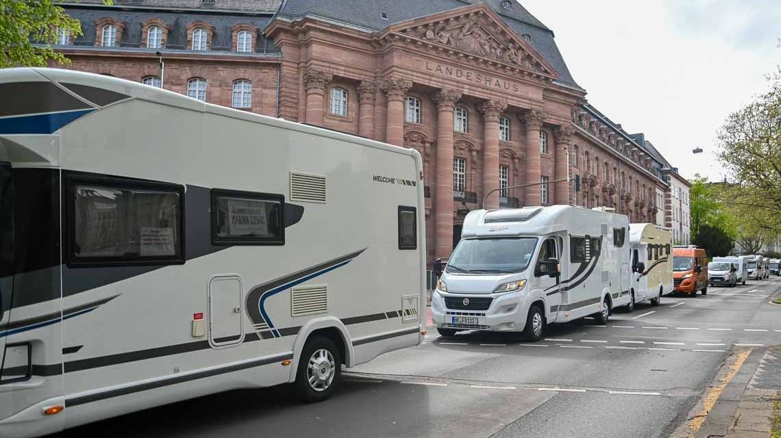 Camper-Demo in Maunz und Wiesbaden