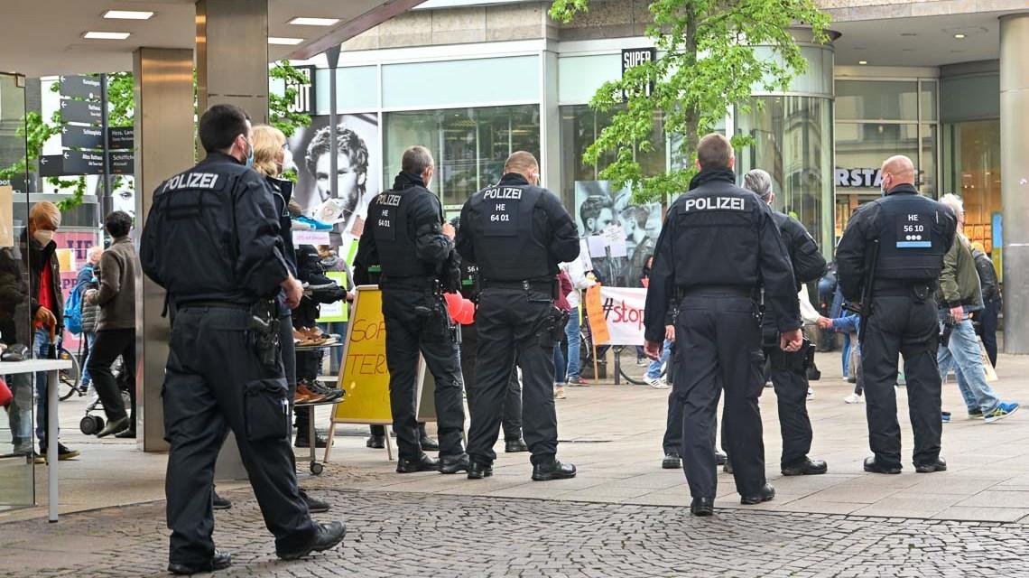 Demo-Samstag: Polizeiaufgebot Neugasse / Schulgasse