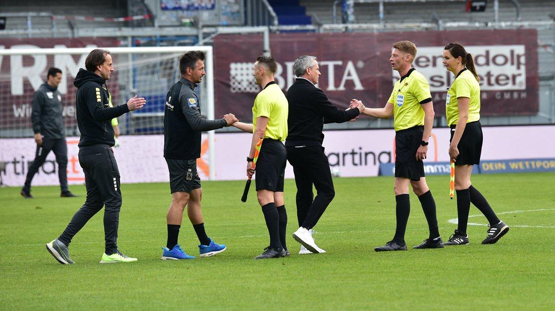 Trainer Rüdiger Rehm und Sportdirektir Christisn Hock nach dem Spiel gegen TSV 1860 München.