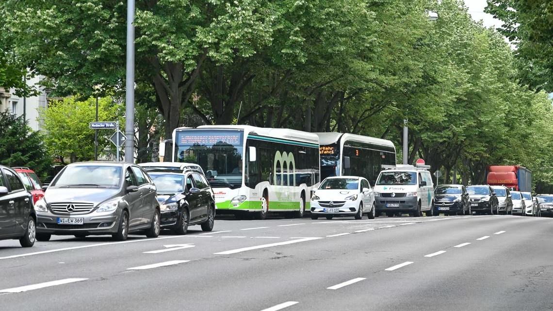 SEV-Pendelbusse, Verkehrschaos an der Biebicher Allee
