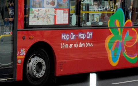Hop-on oder hop-off Bus