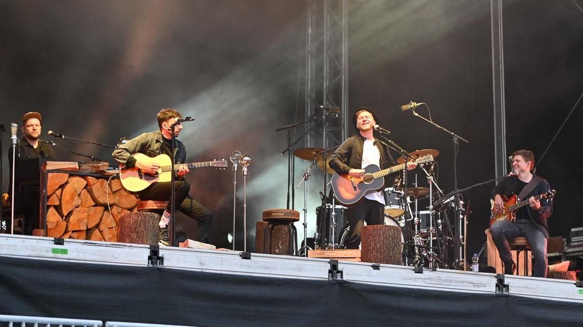Johannes Oerding bei Strandkorbkonzert in der Brita Arena