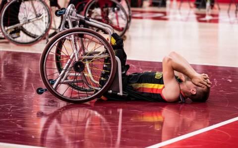 Rollstuhlbasketball, Viertelfinale Spanien gegen Deutschland Herren, an Tag 8 der Tokyo 2020 Paralympic Games am 01.09.2021 in der Ariake Arena in Tokyo Japan. Thomas Boehme (#13, Deutschland) liegt nach der Niederlage auf dem Boden