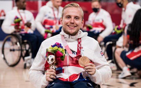 Jim Palmer mit Bronze Medaille dekoriert in Japan bei den Olympischen Spielen Tokyo 2020