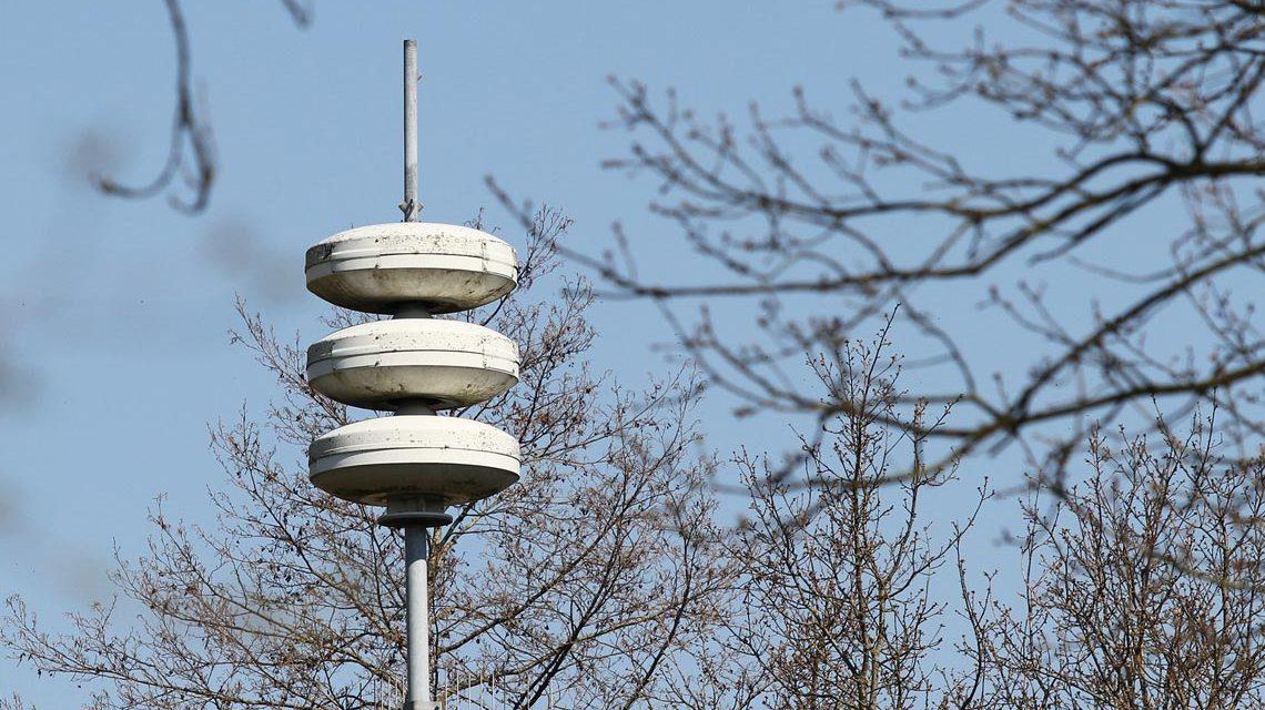 Sirenen aufgespießt, Warnsystem für die Bevölkerung.