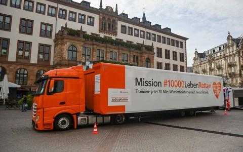 Erste Hilfe Truck auf dem Schlossplatz