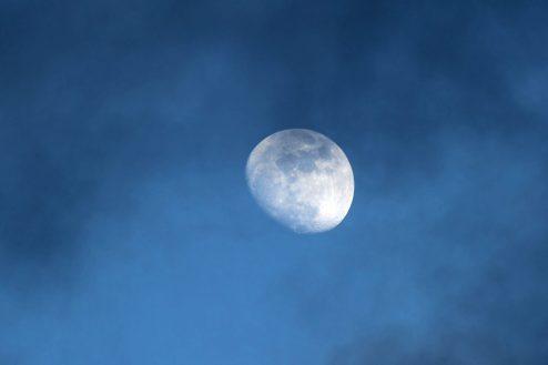 Sturmmond - er schaute zwischen den Wolken hervor