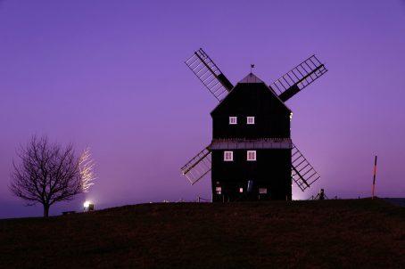 Die Mühle im magischen Licht der Blauen Stunde