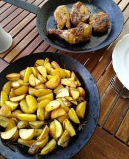Rosmarinkartoffeln im Holzbackofen rösten