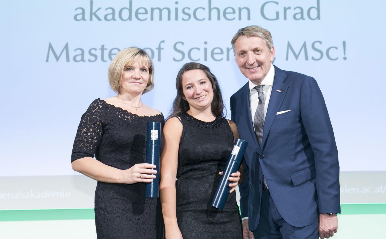 Akademischer Abschluss für Mutter und Tochter