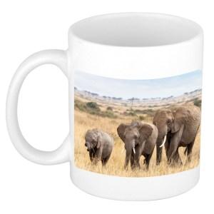 Kudde Afrikaanse olifanten in de Savanne dieren mok / beker wit 300 ml