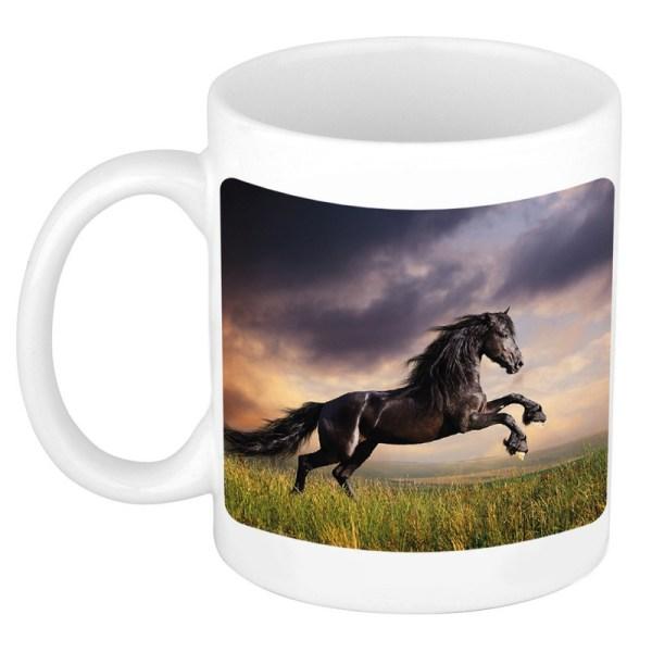 Zwart paard in weide mok / beker wit 300 ml
