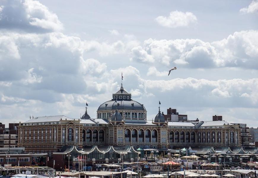 Op vakantie naar Nederland? Huur een auto en ga naar Scheveningen!