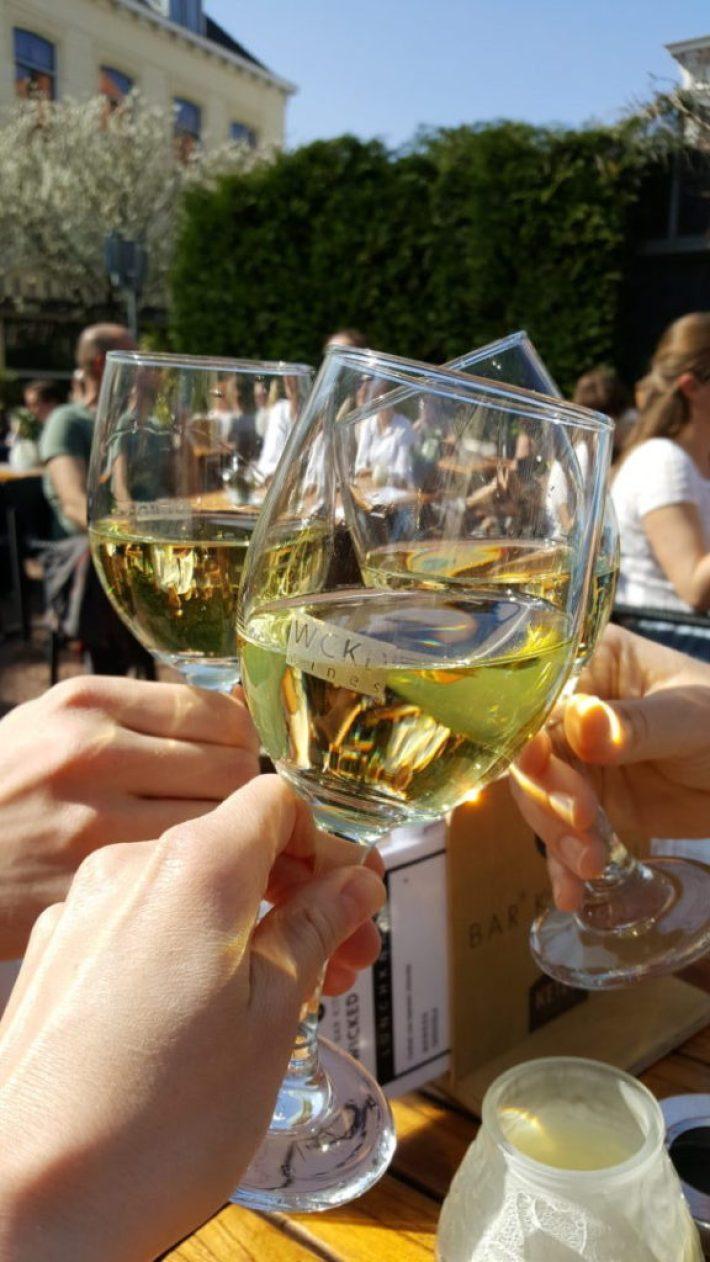 Leukste terrassen in Den Haag: wijntje bij Wicked Wines