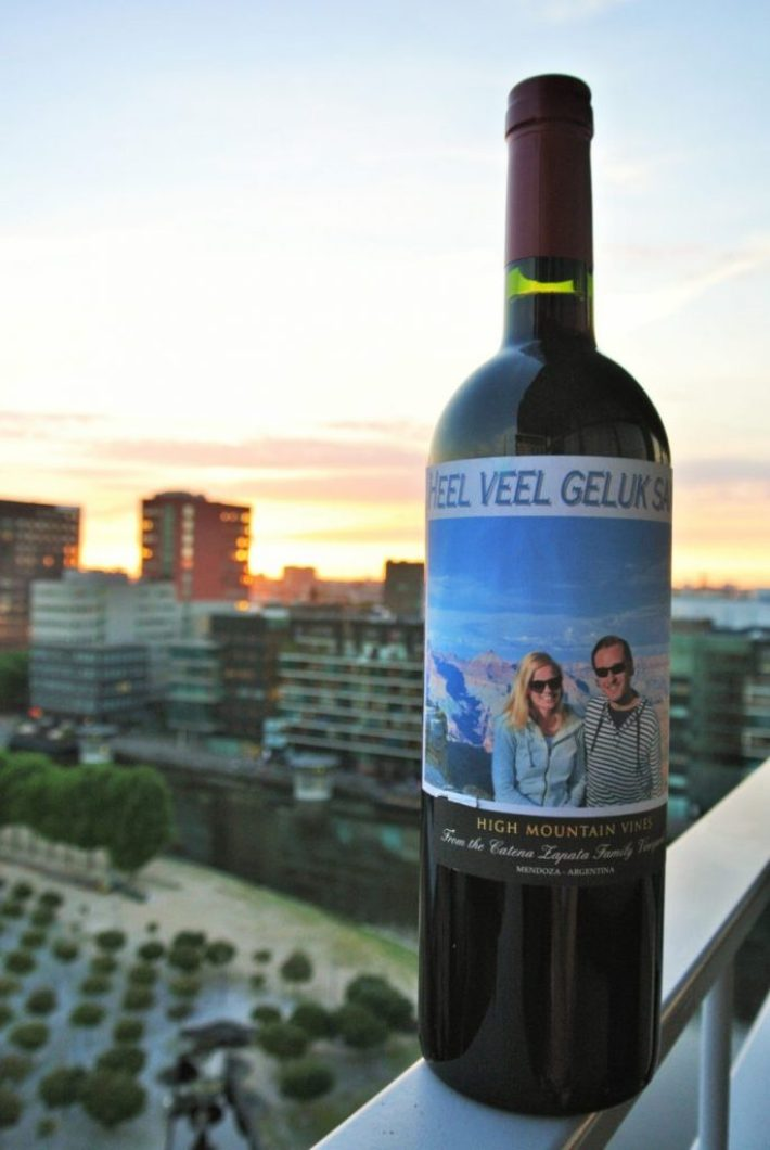 wijn cadeau voor een wijnliefhebber: wijnetiket op fles