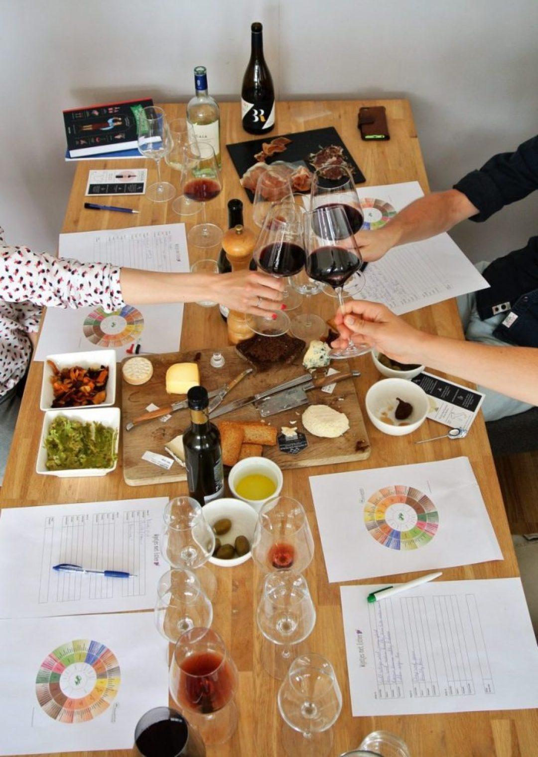 wijnproeverij thuis organiseren: wijn en hapjes kaas