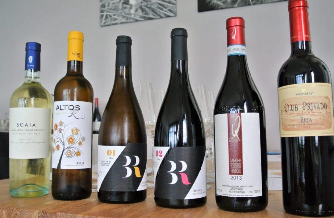 wijnproeverij thuis organiseren: wijn line up