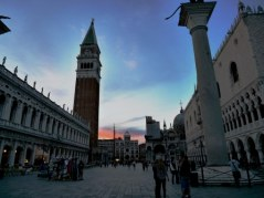 Toren bij de toegang tot het San Marco-plein.