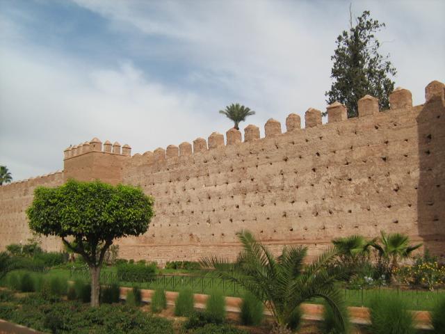 Rond de oude stad van Marrakesh staat een kilometerslange muur.