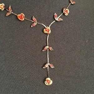 Luxusný náhrdelník retiazka s kvetmi bizuteria