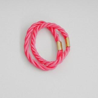 Prepletaná gumičkadovlasov pre ženy a detí. Farba- ružová. Rozmer: 1cm x 6cm