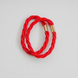 Prepletaná gumičkadovlasov pre ženy a detí. Farba- červená. Rozmer: 1cm x 6cm