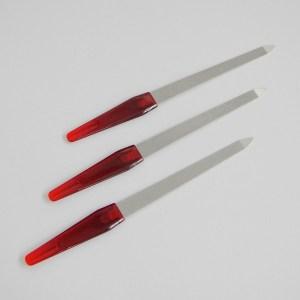Pilník na nechty kovový veľky. Farba- strieborná. Rozmer: 17cm x 1.6cm.