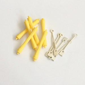 Profesionálne natáčky na trvalú onduláciu, vrátane pevných gumičiek s dlhou životnosťou. Farba- žltá. Priemer: 1cm. Dĺžka: 8cm.