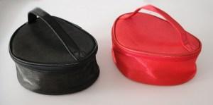 Luxusná saténová taška na kozmetiku a mnoho užitočných veci sa vždy hodí. Je praktická a vyrobená z výborného materiálu. Neoddeliteľnou súčasťou tašky je i malé zrkadielko / čierna