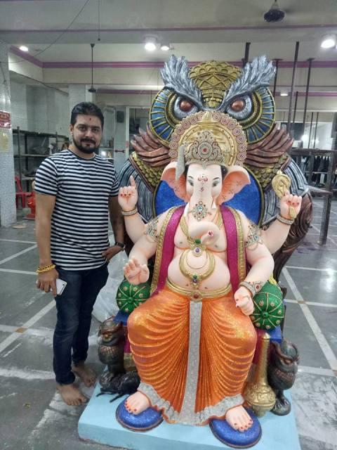 Hindustani Bhau prays Lord Ganesha