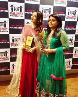 Tina Ahuja with her Award