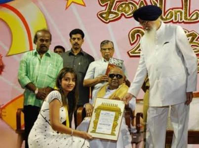 Trisha Krishnan receiving Kalaimamani Award