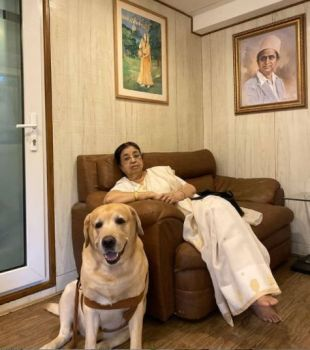 Usha Mangeshkar with her pet dog Bittu