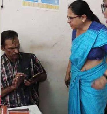 Bhagyalakshmi attacking Vijay P. Nair