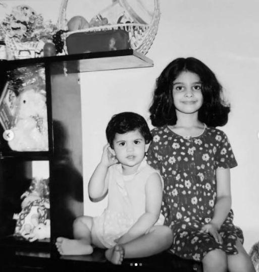 Manasa Varanasi with her younger sister