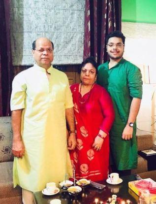 Deepanshu Singh with his parents