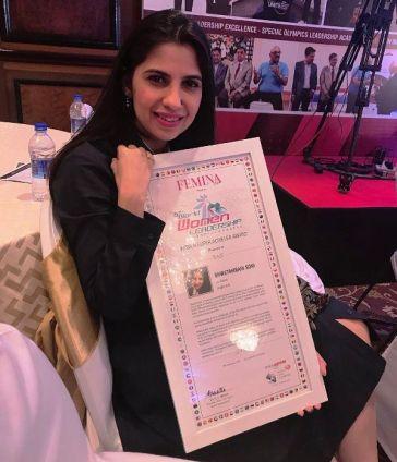 Shwetambari Soni posing with her certificate of World Leadership Congress for Femina's Women Super Achiever Award (2018)