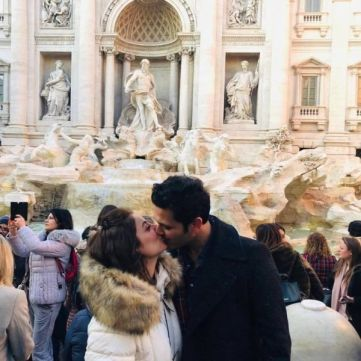 Sarwat Gilani kissing her husband on the streets of Rome