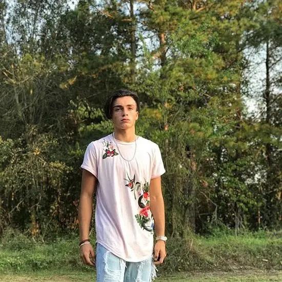 Quinton-Griggs-TikTok-Age-Height-Short-Hair-Birthday-Wiki-Biography-Net-Worth-Family-Girlfriend