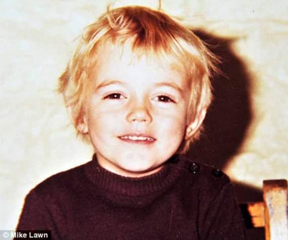 Chris Hemsworth-Childhood