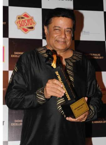 Anup Jatola Receiving Dada saheb phalke Award