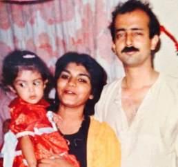 Rhea Childhood pics with parents