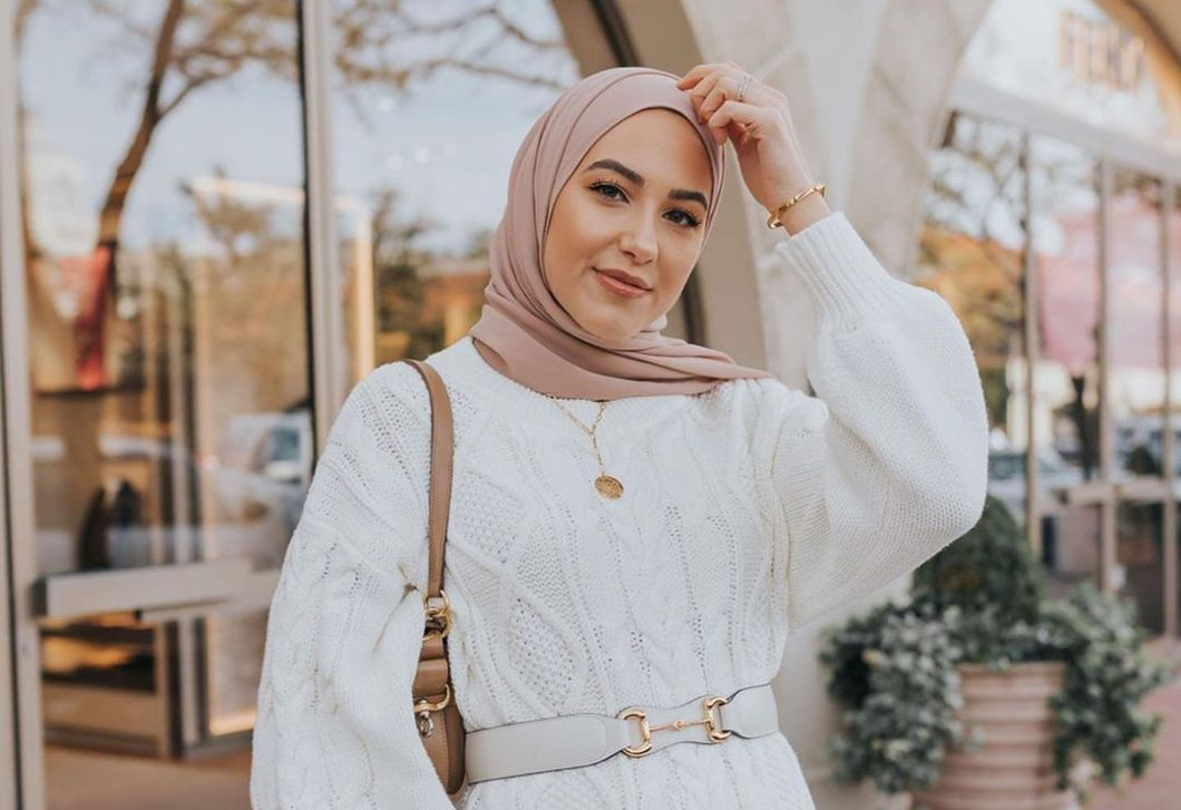 The hijab is a form of head covering worn by some muslim women and muslim girls. Leena Snoubar Fashion Blogger Wiki Biography Age Boyfriend Facts And More Wikifamouspeople