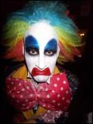 Izabluddy clown innit? Bowtize fulla booozze... leeme aloooone...