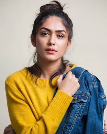 actress Mrunal hot photos