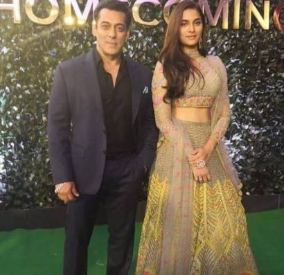 Salman Khan with Saiee Manjrekar