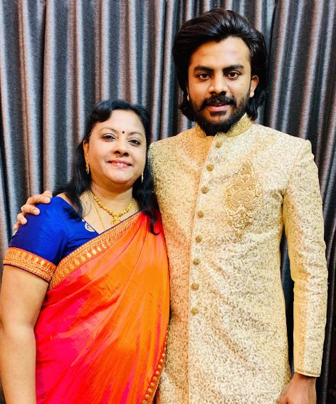 Chandan Shetty with mother