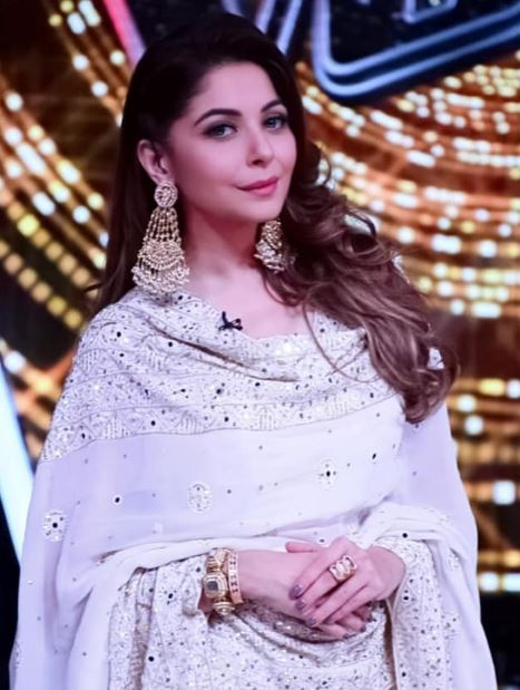 Kanika Kapoor Age, Wiki, Family, Husband, Career ...