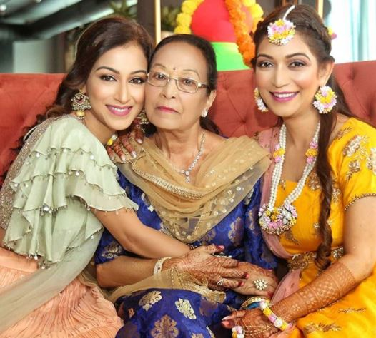 Sunayna with mother and sister